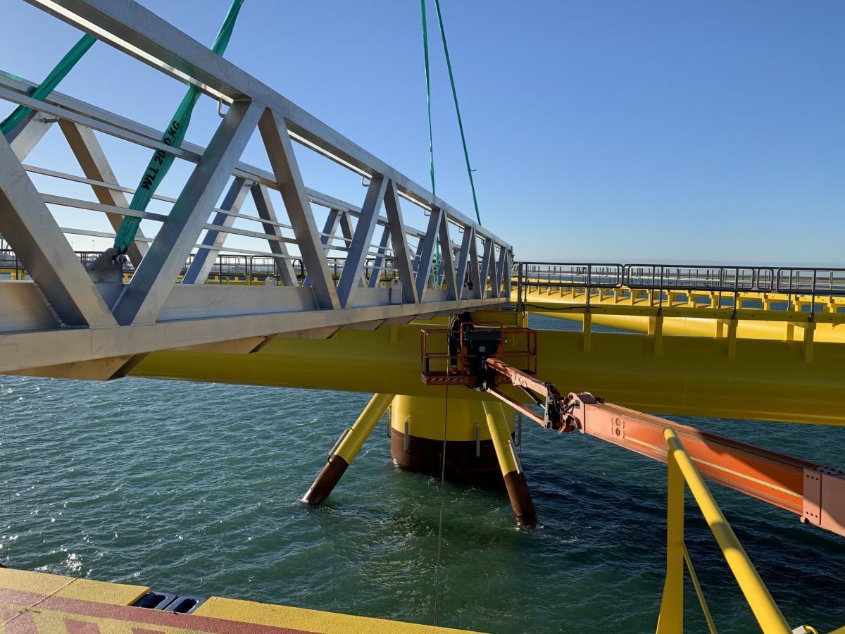 Truss style bridge access wind offshore installation